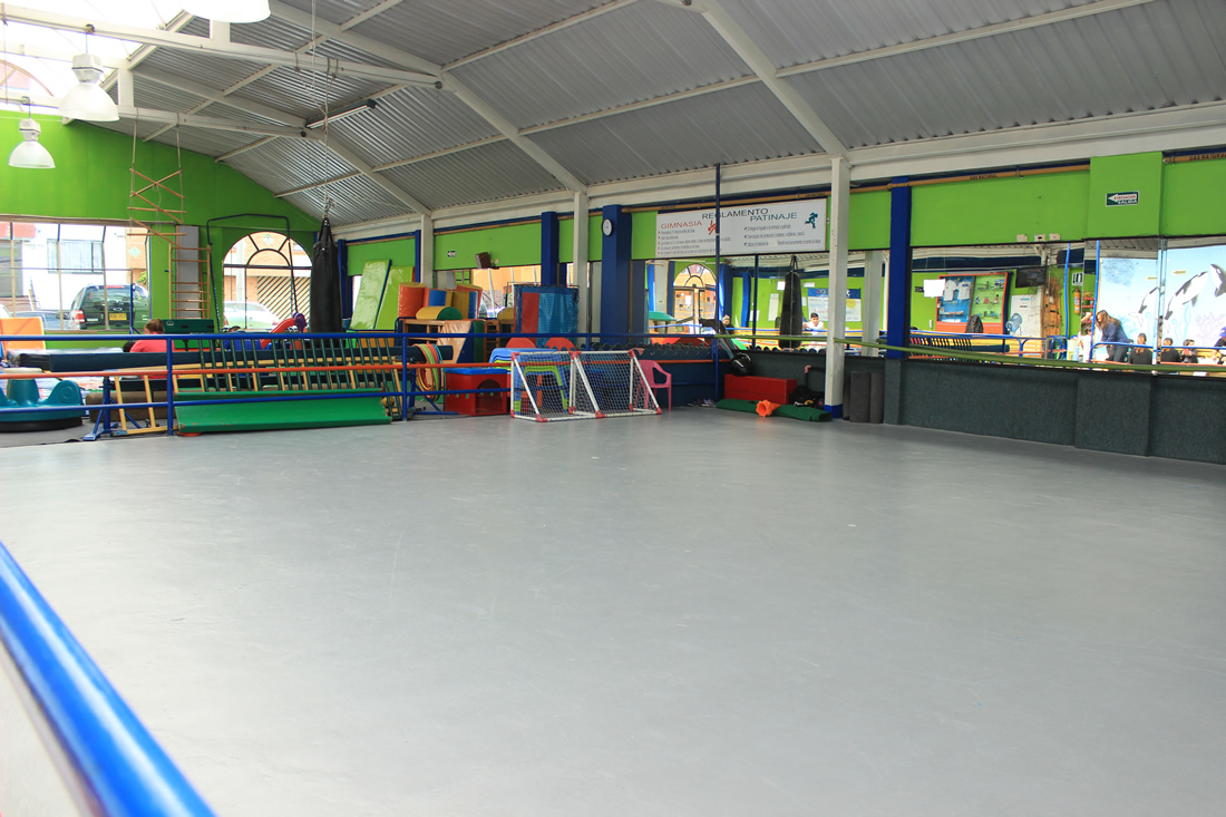 Gym for kids gimnasio infantil nataci n patinaje taekwondo for Barrio ciudad jardin norte bogota
